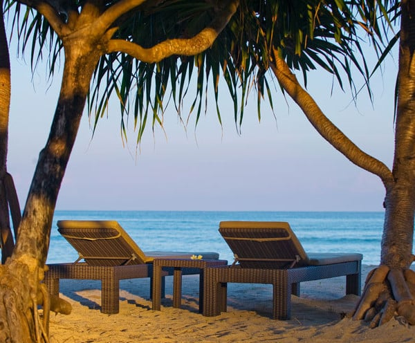 Transat, plage face à la villa de luxe