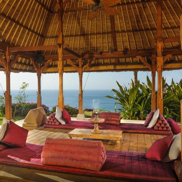 Pavillon détente sur océan